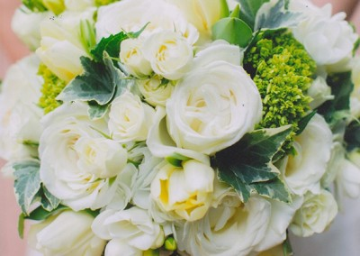 White and Ivory Wedding Bouquets 25